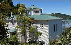 The house on the Matakana coast built for pop stars Thom Bailey and Alannah Currie