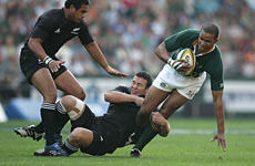 JP Pietersen (R) of South Africa is tackled by Aaron Mauger (C) and Isaia Toeva. Photo / Getty Images