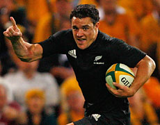 Dan Carter goes in for the match-sealing try against the Wallabies last night. Photo / Getty Images
