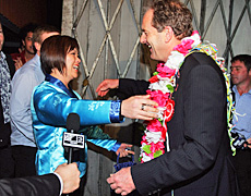 National's Melissa Lee congratulates Labour's David Shearer on winning the Mt Albert by-election. Photo / Getty Images