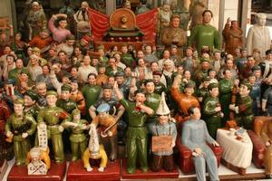 Revolutionary figurines at Hollywood Rd's antique market. Photo / Jim Eagles