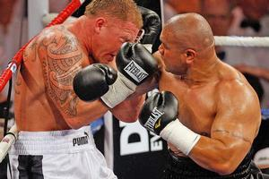 David Tua (L) crushed Shane Cameron in convincing fashion last night. Photo / Getty Images