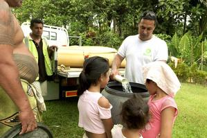 Oxfam water and sanitation engineer Dave Neru delivers clean water to displaced villagers. Photo / Jane Ussher / Oxfam
