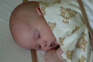 Conflicting advice about whether to have baby sleep in your bed or not can be confusing for new parents.