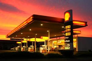 Shell's 229 service stations and 17.1 per cent stake in New Zealand Refining are likely to change hands early next year. Photo / Amos Chapple