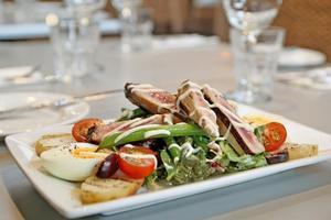 Seared tuna and nicoise salad, Bistro 222. Photo / Natalie Slade.