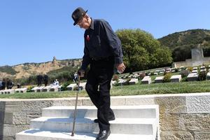 Family ties: War veteran Morris Johnstone honours the uncle he never met at Chunuk Bair. Photo / Getty Images