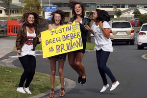 Hannah Casey, Abby Smith, Renae Hosking and Marianna Damm drove from Kerikeri this morning for the chance to get a glimpse of Justin Bieber. Photo / Sarah Ivey