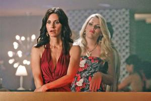 ON THE PROWL: Courteney Cox stars as a recently divorced woman who wants to be hot. Photo / Supplied
