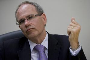 Len Brown's cutting up of a credit card on TV was a cheap stunt. Photo / Richard Robinson
