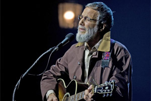 Yusuf Islam at the Vector Arena last night ... the show had good bits, not-so-bits and too much idle chat, but he got there in the end. Photo / Richard Robinson