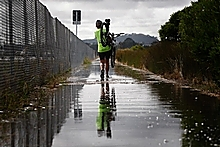 King tides are likely to affect the Northwestern Motorway this week. Photo / Richard Robinson