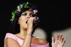Lily Allen entertains fans at the Big Day Out. Photo / Getty Images