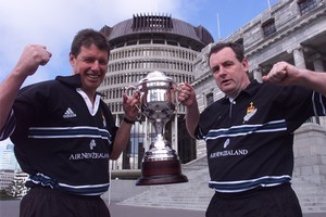 National's John Luxton (L) and Labour's Trevor Mallard with the Golden Victory Cup NZ MPs won in 1999. Photo / Mark Mitchell