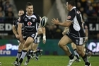 Brett Seymour of the Warriors (L) passes the ball to Russell Packer. Photo / Getty Images