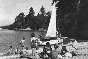 A family relaxes at Shelly Beach, Auckland. File photo / NZ Herald