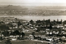 A view looking over Onehunga and Manukau Harbour toward Mangere, 1927. File photo / New Zealand Herald