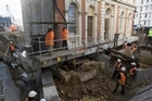 Time lapse footage of the Rob Roy/Birdcage hotel's temporary move to accommodate tunnelling work.