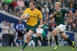 Wallabies captain Rocky Elsom cuts through some frail Springboks defence. Photo / Getty Images