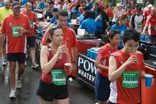 Competitors keep themselves hydrated in the 2009 Auckland Marathon. Photo / Paul Estcourt