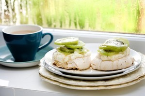 Baby pavs with kiwifruit and vanilla syrup. Photo / Babiche Martens