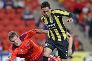 Leo Bertos was dropped from the Wellington Phoenix starting lineup last week. Photo / Getty Images