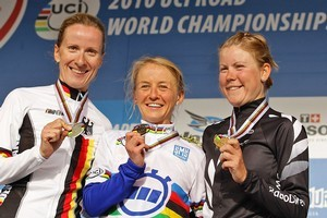 Judith Arndt of Germany, Emma Pooley of Great Britain and Linda Melanie Villumsen of New Zealand pose with their medals. Photo / Getty Images