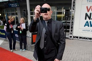 Dave Dobbyn gets one back at the photographers on the red carpet. Photo /     Richard Robinson