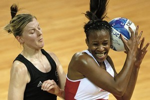 Pamela Cookey of England receives a pass in front of Casey Williams of New Zealand. Photo / Getty Images