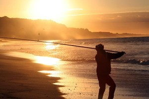 Snapper fishing at sunset. Photo / Geoff Thomas.