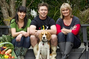 Lee-Anne and Chris Coopey with Get Growing host Lynda Hallinan and dog Benny. Photo / Supplied