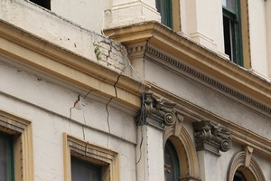 Cracks in the facade of the Palace Hotel. Photo / Paul Estcourt
