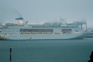 Pacific Pearl arrives in auckland at 6.30am this morning to grey, wet weather. Photo / Grant Armishaw