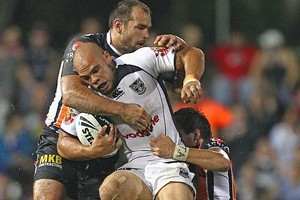 Sam Rapira of the Warriors is tackled by Todd Payten of the Tigers. Photo / Getty Images