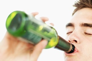 A 16-year-old boy was sold a four-pack of beer. Photo / Thinkstock