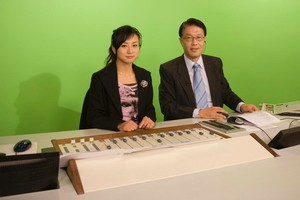 Wei Li (right) and co-host Gor Wang run through New  Zealand and international news stories. Photo / Paul Estcourt