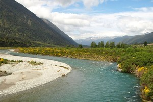The Southern Alps are regularly shaken by slow, creeping quakes that can last up to 30 minutes. Photo / Pamela Wade