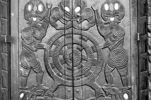 The door of a wharenui at Ngaruawahia depicts the constellation Matariki. Photo / Alexander Turnbull Library