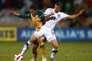 Mark Milligan of the Soceroos competes with Kosta Barbarouses of the All Whites. Photo / Getty Images