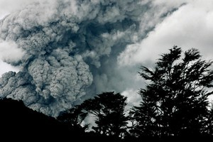 Ashes and smoke billow through the clouds after the eruption of the Puyehue-Cordon Caulle volcano in Chile. AP photo / Alvaro Vidal