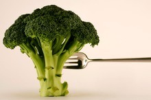 When growing broccoli try not to overdo nitrogen sources of organic nutrients. Photo / Nigel Marple