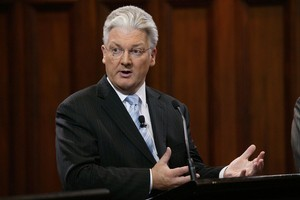 Revenue Minister Peter Dunne said Labour had learned nothing from the past decade. Photo / Neil MacKenzie