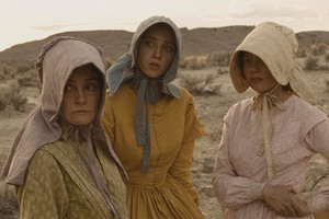 Shirley Henderson as Glory White, Zoe Kazan as Millie Gately and Michelle Williams as Emily Tetherow in  Meek's Cutoff  . Photo / Supplied