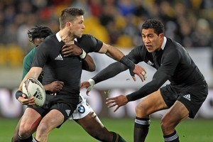 All Black Cory Jane about to offload to Mils Muliaina in last night's test against South Africa. Photo / Getty Images