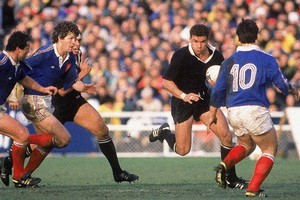 Michael Jones runs with the ball during the 1987 Rugby World Cup Final match between New Zealand and France. Photo / Getty Images