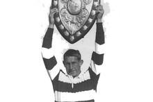 Kelvin Tremain lifts the Ranfurly Shield in 1967.
