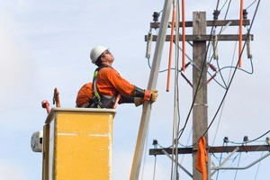 Vector linesman work on removing a flag pole from powerlines. Photo / Richard Robinson