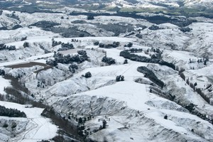 Many areas of New Zealand - including the hills surrounding Wanganui - have been smothered in snow over the past few days. Photo / Wanganui Aero Club