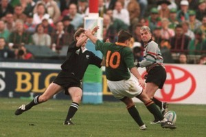 Joel Stransky drops the winning goal for South Africa during the 1995 Rugby World Cup final. Photo / Allsport