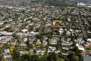 The few houses for sale in Auckland don't stay on the market for long. Photo / APN